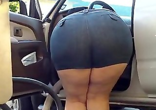 mom bend over bulky - big booty - plumper butt -