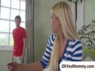 Mature stepmom Jenna Moore is seducing her