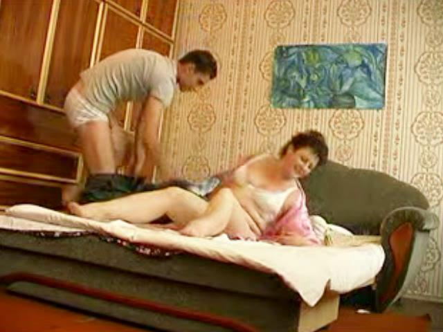 youthful hunk bangs aged chubby momma in bedroom