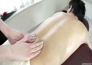 gorgeous anna gives a great massage for her