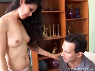 mature lalin girl likes to fuck